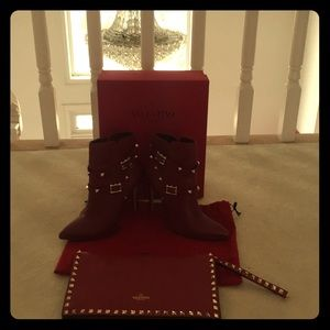 Valentino wristlet purse 👜